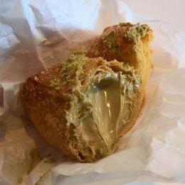 Cornetto e Involtino al Pistacchio - Caffè Mazzella (Pedara)