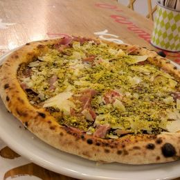 Pizza al pistacchio 'Verde Pistacchio' - I Colori della Pizza (Catania)
